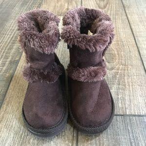 Airwalk fuzzy brown toddler boots size 4